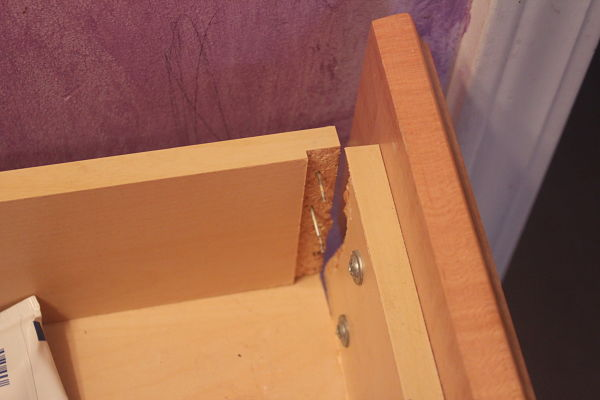 broken-drawer